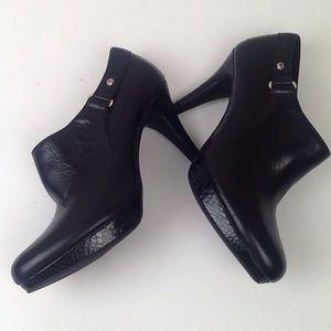 Bandolino brand black heeled booties in 7M